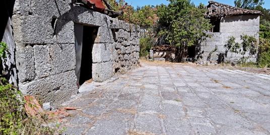 Quinta com moradia em pedra para restaurar – Amarante